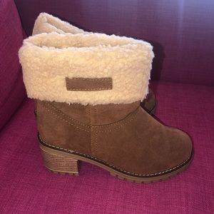 Tan furry boots with heel